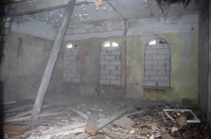 Prace na parterze budynku Kasprowicza 4 - odgruzowanie i przygotowanie do wymiany elementów konstrukcji budynku w 2013 roku.